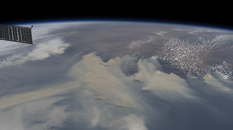 Australian_bushfires_as_viewed_from_the_ISS NASA public domain