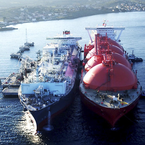 LNG 300m long floating gas tanks
